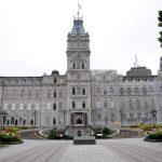 Québec lance une commission d'enquête sur les élus qui se décrotent le nez