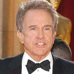 Après avoir nommé le mauvais film comme récipiendaire d'un Oscar, Warren Beatty est embauché par CNN