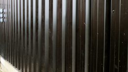 Mur de metal pour contrer le flux de migrants