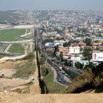Donald Trump veut Maripier Morin pour construire le mur à la frontière du Mexique