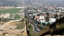 Donald Trump veut Maripier Morin pour ériger un mur entre le Mexique et les États-Unis