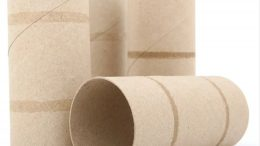 Une consigne sur les rouleaux de papier de toilete au Québec